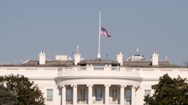 exterior shots of the white house with stars and stripes flag flying at half mast after the deaths of officers during the capitol building riots on... - la casa bianca washington dc video stock e b–roll