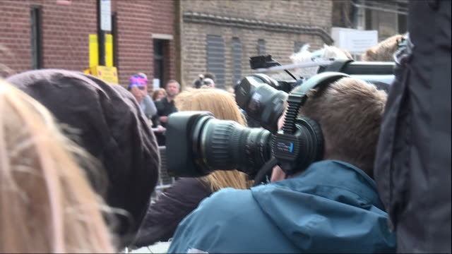 exterior shots of the world's media reports on the birth of the new royal baby, press packs waiting outside st mary's hospital on 23 april 2018 in... - prince stock videos & royalty-free footage