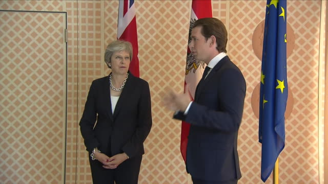 exterior shots of theresa may and austrian chancellor sebastian kurz shaking hands and posing for photos on 27 june 2018 in salzburg austria - オーストリア文化点の映像素材/bロール