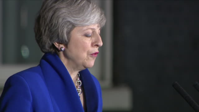 exterior shots of theresa may mp walking from number 10 to a podium to deliver a statement to media on 17 january 2019 in london united kingdom - theresa may stock videos & royalty-free footage
