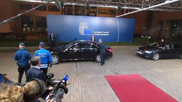 exterior shots of theresa may walking from the european parliament and departing in a motorcade on 21 march 2019 in brussels, belgium - brussels capital region stock videos & royalty-free footage