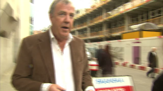 exterior shots of top gear presenter and columnist jeremy clarkson departing from the old bailey after giving evidence at the phone hacking trial.>>... - columnist stock videos & royalty-free footage