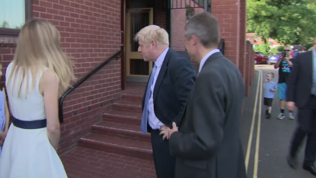 exterior shots of tory leadership contenter arriving at an event in wolverhampton on 28 june 2019 in wolverhampton united kingdom - midlands occidentali video stock e b–roll