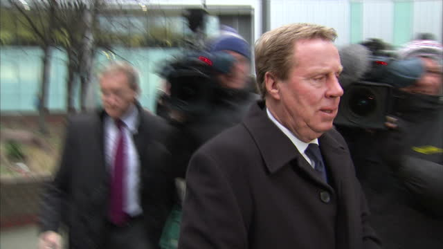exterior shots of tottenham hotspur manager harry redknapp arriving at southwark crown court and make his way through media crowd harry redknapp... - サウスワーク刑事法院点の映像素材/bロール