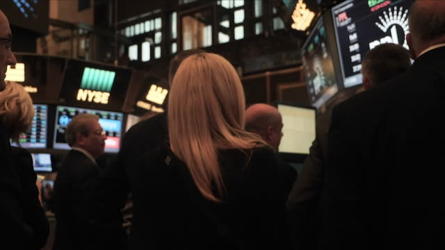 exterior shots of traders at the new york stock exchange on 13th september 2018 in new york usa - new york stock exchange bildbanksvideor och videomaterial från bakom kulisserna