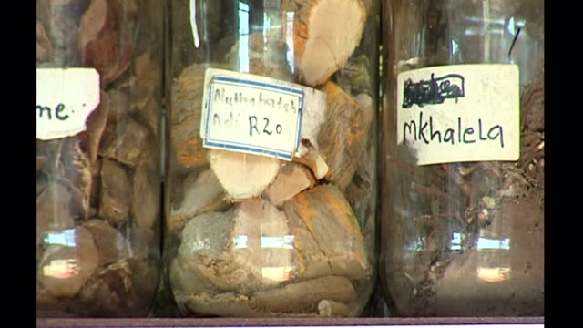 stockvideo's en b-roll-footage met exterior shots of traditional african folk medicine on sale at a muti alternative medicine shop on october 23 2006 in johannesburg south africa - gauteng provincie