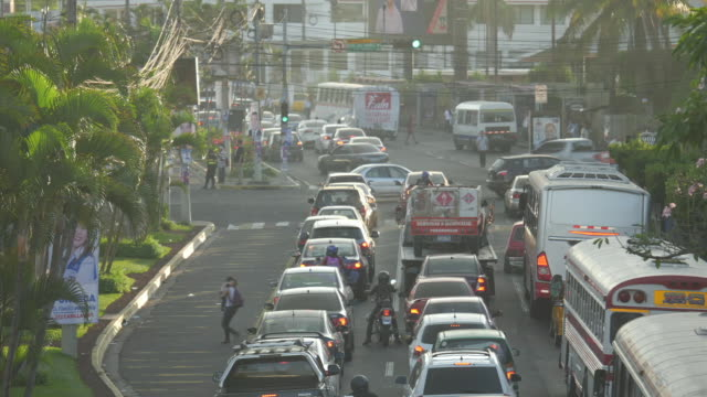 exterior shots of traffic and pedestrians during rush hour on april 04 2018 in san salvador el salvador - 中央アメリカ点の映像素材/bロール