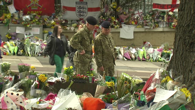 exterior shots of tribute flowers messages left for drummer lee rigby outside the woolwich barracks drummer lee rigby tributes at woolwich barracks... - lee rigby stock videos & royalty-free footage