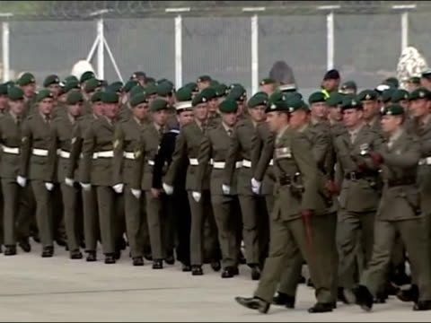 exterior shots of troops from 1 assault squadron, royal marines marching at devonport naval base in parade. military parade at devonport naval base... - 英国海兵隊点の映像素材/bロール
