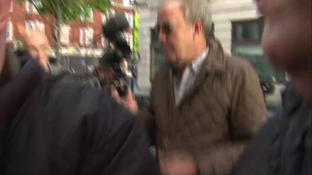 exterior shots of tv presenter jeremy clarkson walking through a crowd of journalists and saying i am going in here whilst pointing to bbc... - jeremy clarkson stock-videos und b-roll-filmmaterial