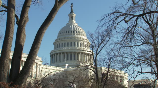 exterior shots of united states capitol building, home of the united states congress, in december 2018, in washington, d.c., usa. - united states congress stock-videos und b-roll-filmmaterial