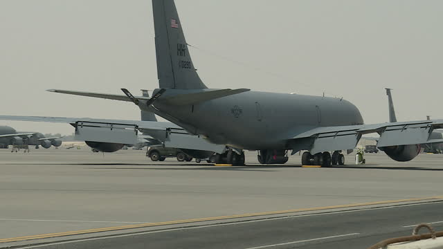 stockvideo's en b-roll-footage met exterior shots of us air force military transport planes on the tarmac at the combined air operations center at al udeid air base on 17 september... - militaire basis