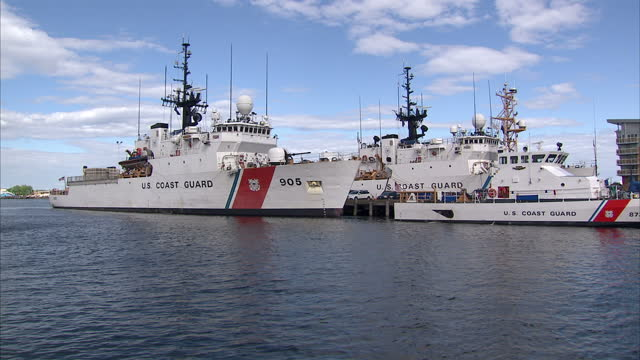 exterior shots of us coast guard ships moored in boston harbour on may 23 2014 in boston massachusetts - guardia costiera video stock e b–roll