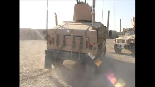 vidéos et rushes de exterior shots of u.s. marines in helmand province patrolling roads on 18 august 2009 in afghanistan - afghanistan
