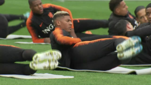 vidéos et rushes de exterior shots of van dijk and the netherlands national team training on the 10th october 2019 - pays bas