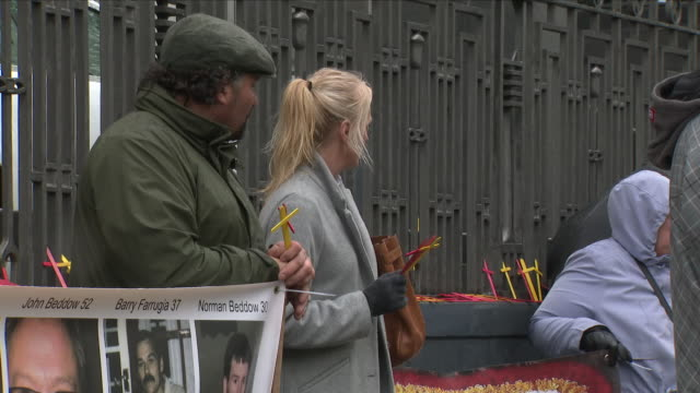 vídeos de stock, filmes e b-roll de exterior shots of victims and families of those affected by the contaminated blood scandal demonstrating outside the revlon hq on 30 april 2018 in... - política e governo