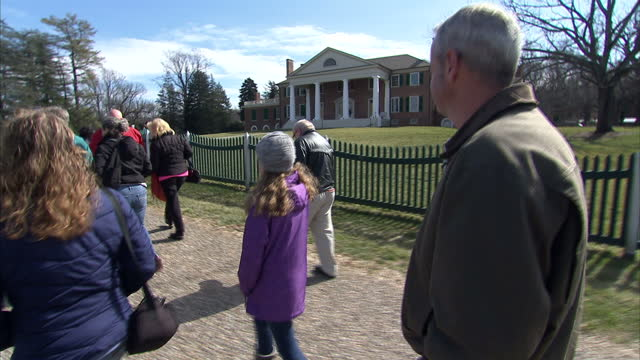 exterior shots of visitors to the montpelier estate plantation home of fourth us president james madison on a guided tour on february 29, 2016 in... - ジェームズ・マディソン点の映像素材/bロール