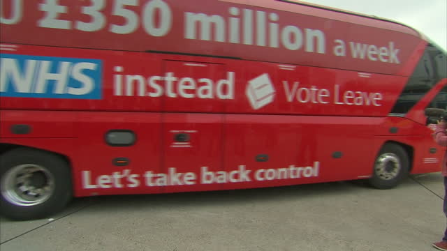 exterior shots of 'vote leave' campaign bus arriving at reid steel on may 12 2016 in christchurch dorset - boris johnson stock videos & royalty-free footage