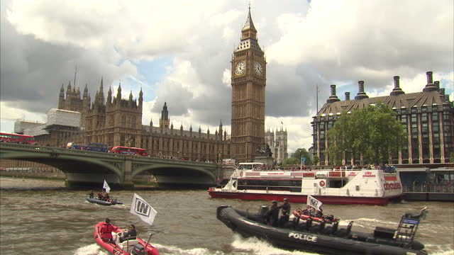 exterior shots of vote remain campaign banner reading don't let farage sink britain on westminster bridge low shots of vote laave supporters cheering... - 2016 european union referendum stock videos and b-roll footage