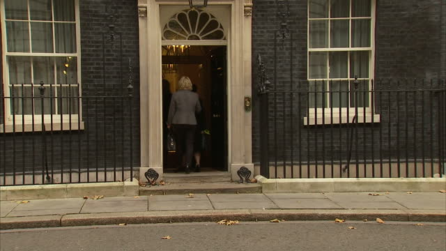exterior shots of war widows posing for photos outside 10 downing street with michael fallon mp and anna soubry mp for broxtowe on november 08 2014... - vedova video stock e b–roll