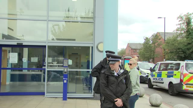 exterior shots of well wishers leaving flowers outside croydon police station after the fatal shooting of officer matiu ratana on 25 september 2020... - 銃犯罪点の映像素材/bロール
