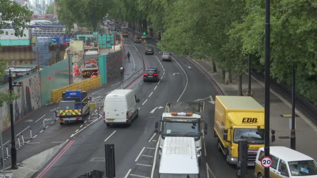 exterior shots of westminster bridge and the houses of parliament and various shots of traffic around central london 28th august 2020 in london... - central london video stock e b–roll