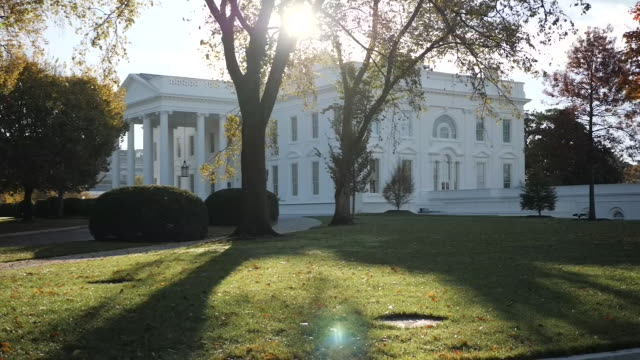 exterior shots of wide shots and close ups of the white house from various angles and it's ground during the day on 7 november 2018 in washington,... - weißes haus stock-videos und b-roll-filmmaterial