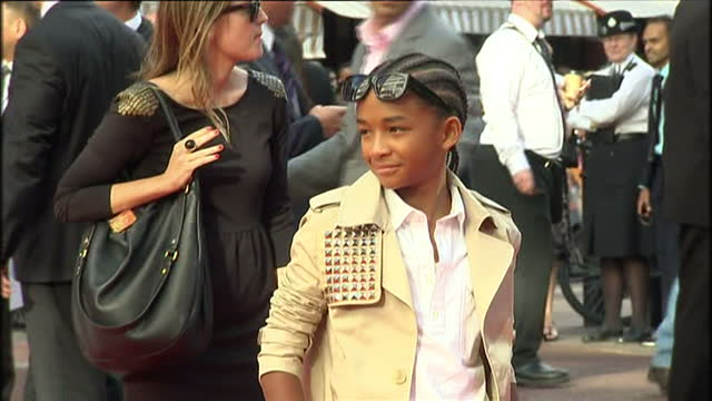 exterior shots of will smith, jada pinkett smith, willow smith, jaden smith & jackie chan arriving on the red carpet for the karate kid premiere at... - jada pinkett smith stock videos & royalty-free footage