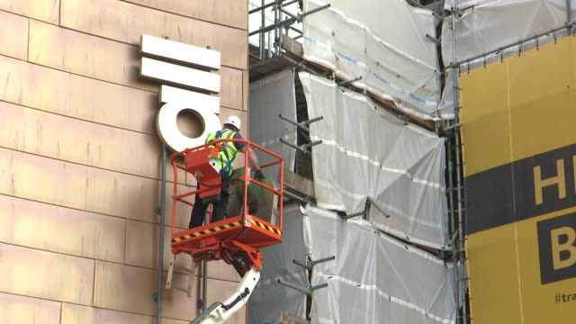 vídeos de stock, filmes e b-roll de exterior shots of workmen removing the 'colston hall' signage from outside a bristol music venue after the backlash over the use of slaver edward... - política e governo