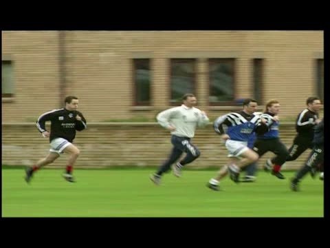 exterior shots paul gascoigne warming up with glasgow rangers fc squad exterior shots ally mccoist and paul gascoigne training passing ball exterior... - 1996年点の映像素材/bロール