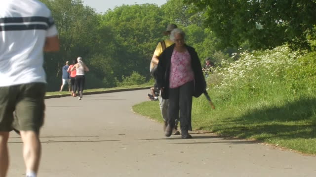 GBR: people flock to parks and the streets over the bank holiday weekend