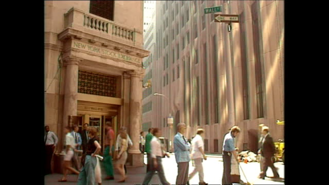 stockvideo's en b-roll-footage met exterior shots people walking in and out of the nyse on wall street on august 15 1990 in new york city - wall street lower manhattan