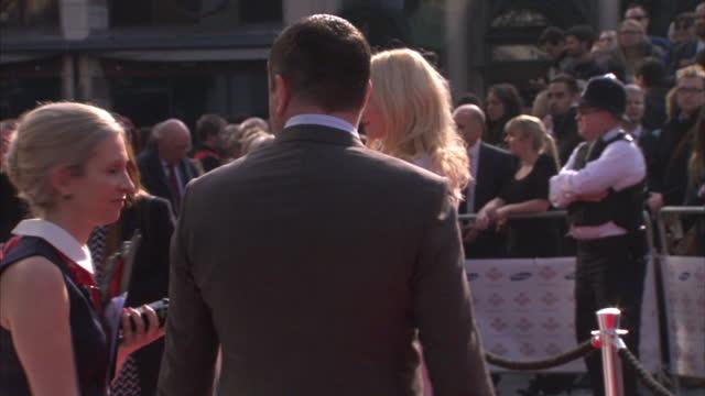 vidéos et rushes de exterior shots pixie lott walking along red carpet & posing for photographs. on march 12, 2014 in london, england. - pixie lott