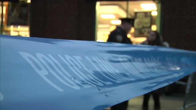 exterior shots police outside the new york home of actor philip seymour hoffman where he died of an apparent drug overdose large media presence... - suchtmittel abhängigkeit stock-videos und b-roll-filmmaterial