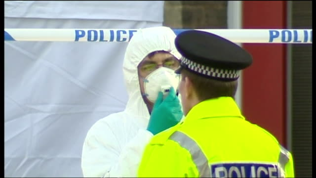 exterior shots police stood next to forensic tent outside steve wright's london road house on december 19, 2006 in ipswich, england. - イーストアングリア点の映像素材/bロール