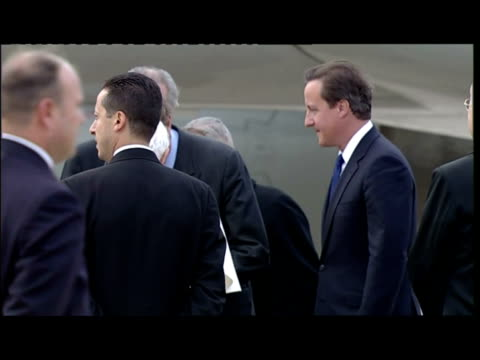 exterior shots pope benedict xvi bids farewell to david cameron & other dignitaries on the red carpet before walking up plane steps & waving goodbye.... - 1 minute or greater stock videos & royalty-free footage