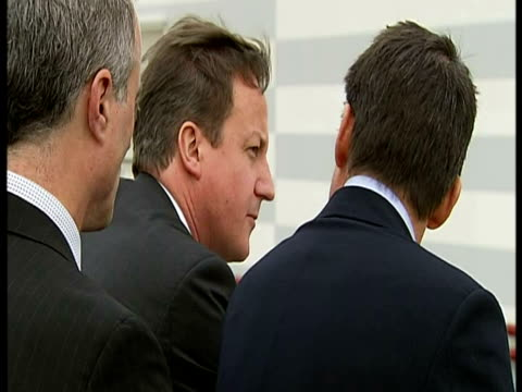 stockvideo's en b-roll-footage met exterior shots prime minister david cameron walks up steps with sebastian coe, chairman of the london 2012 organising committee & looks over the... - voorzitter