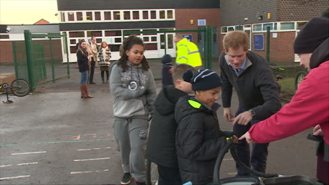 nottingham exterior shots prince harry departs playground says goodbye to teachers and pupils - contea di nottingham video stock e b–roll