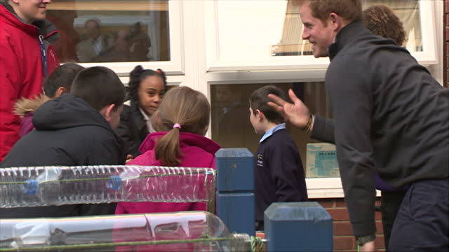 nottingham exterior shots prince harry talking to young children potting plants in school courtyard - contea di nottingham video stock e b–roll