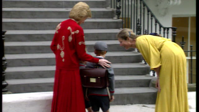 exterior shots prince william and prince harry accompanies by diana princess of wales shakes hands with headmistress and pose at top of stairs of... - 1日目点の映像素材/bロール
