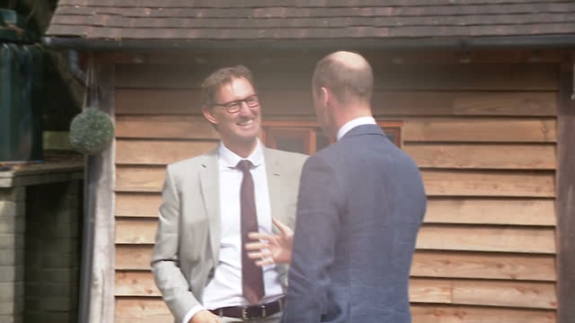 vídeos y material grabado en eventos de stock de exterior shots prince william visits sporting chance, a charity which is working with the fa to support those affected by non-recent cases of... - hampshire