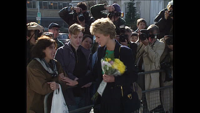 vídeos y material grabado en eventos de stock de exterior shots princess diana leaving centrepoint house london greets and talks to members of the public holding a bouquet of flowers she tenderly... - 1993