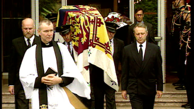 exterior shots princess diana's coffin leaving the pitie salpetriere hospital draped in welsh royal standard flag prince charles speaks to president... - sister stock videos & royalty-free footage