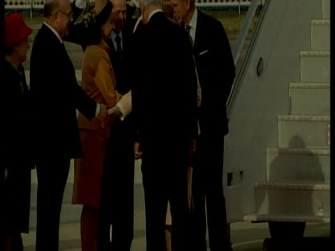 exterior shots queen and prince philip duke of edinburgh, walk down plane steps as queen's luggage is unloaded from plane. queen state visit to italy... - reisegepäck stock-videos und b-roll-filmmaterial