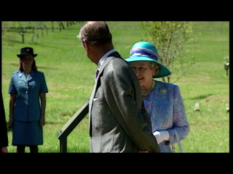 vídeos de stock e filmes b-roll de exterior shots queen elizabeth ii and prince philip duke of edinburgh arrive then walkabout crowd clapping south africa queen elizabeth ii visits on... - rainha pessoa real