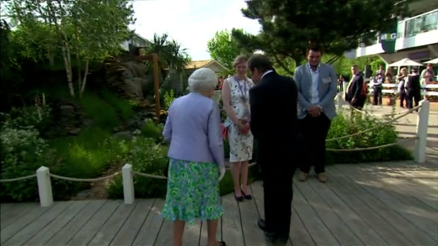exterior shots queen elizabeth ii greeting alan titchmarsh and talking with group of people on may 19 2014 in london england - alan titchmarsh stock-videos und b-roll-filmmaterial