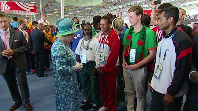 exterior shots queen elizabeth speaking to coaching teams and athletes surrounded by crowd - commonwealth games stock videos & royalty-free footage