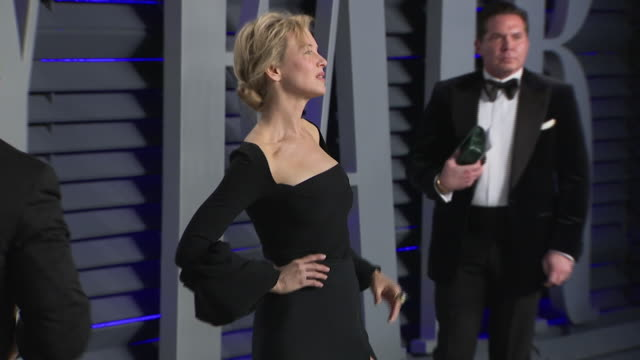 exterior shots renee zellweger posing on the red carpet of the 2019 vanity fair oscar party on 24th february 2019 in los angeles, united states. n.b.... - oscar party stock videos & royalty-free footage