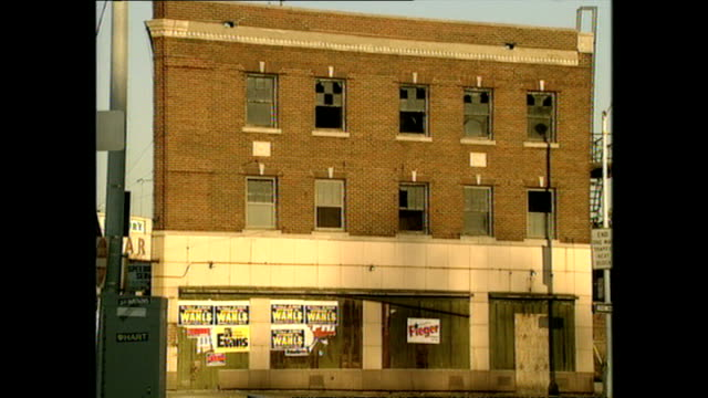 vidéos et rushes de exterior shots rundown damaged and abandoned buildings and shops on september 01 1999 in detroit michigan - detroit