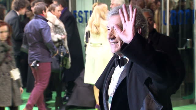 exterior shots sir ian mckellen poses on the red carpet at the premiere of the hobbit, an unexpected journey sir ian mckellen poses on the red carpet... - the hobbit stock videos & royalty-free footage